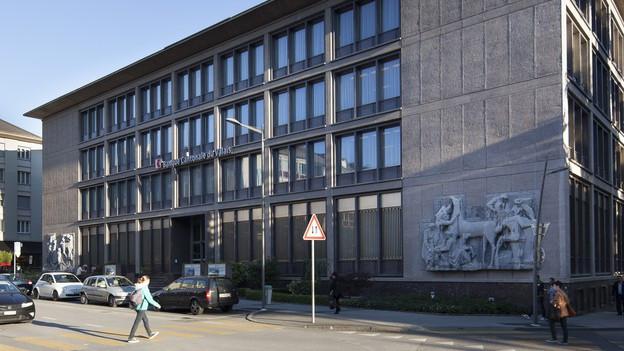 Die Walliser Kantonalbank bekommt die Politik der SNB zu spüren.