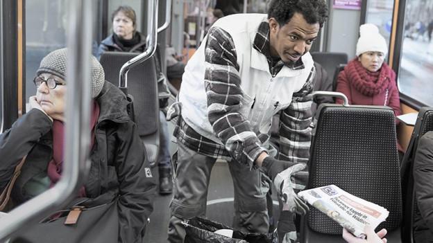 «Team Sauber» sorgt für saubere öffentliche Verkehrsmittel in Bern. Es soll als Integrationsmassnahme weiter bestehen.