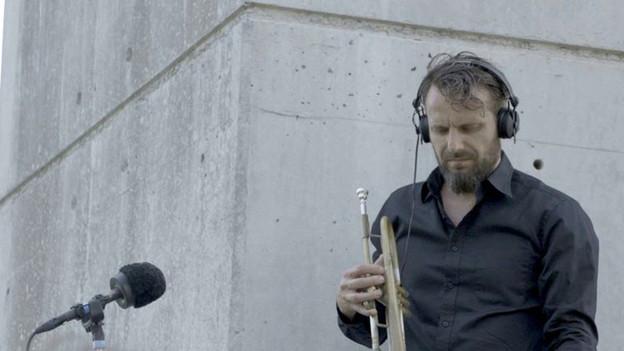 Jazztrompeter Werner Hasler: Wie tönt Jazz unter der Autobahnbrücke?