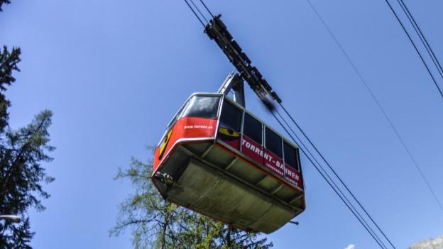 Gondel der Torrent-Bahnen von unten fotografiert.