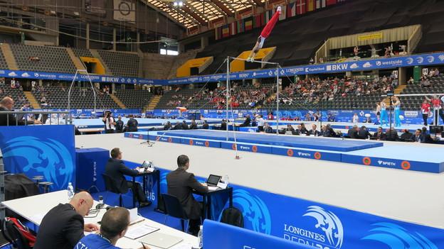 Das Eisstadion in Bern in fest in Turnerhand.