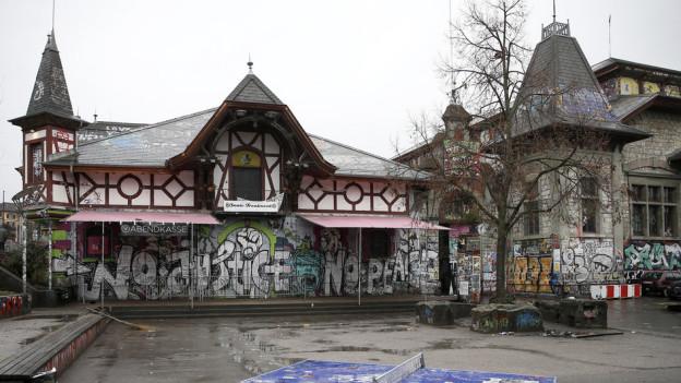 Die Berner Reitschule, einmal mehr Thema im Stadtparlament.