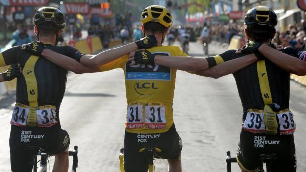 Die Tour de France braucht Platz: Hier das Team um Gesamtsieger Christopher Froome (im gelben Trikot) 2015.