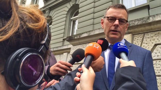 Beat Feurer vor dem Gericht in Biel.