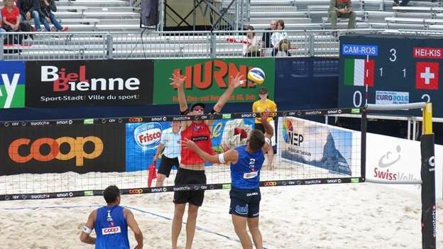 Die ersten Spiele an der Beachvolleyball EM sind gespielt.