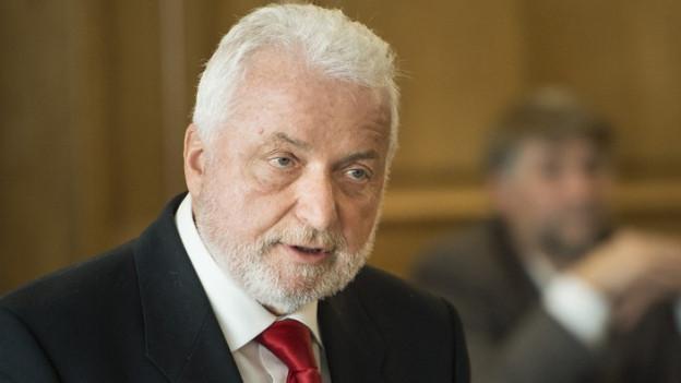 Staatsrat Erwin Jutzet tritt ab.