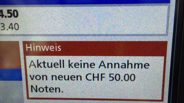 """Bildschirm eines BLS-Automaten: """"Aktuell keine Annahme der neuen 50-er-Note"""""""
