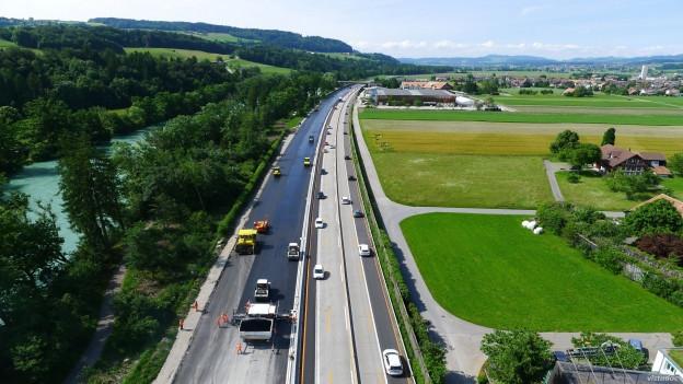 Die A6 zwischen Rubigen und Kiesen.