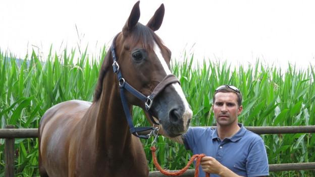 Portrait Romain Duguet mit seinem Pferd Quorida de Treho