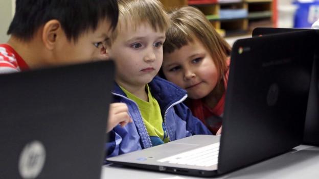 Kinder vor dem Computer.