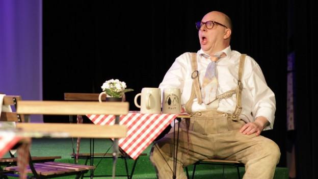 Uwe Schönbeck bei einer Theaterprobe