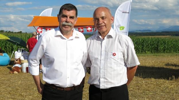 Portrait Gemeindepräsident René Maire und Bundesrat Ueli Maurer auf dem Festgelände in Mauss