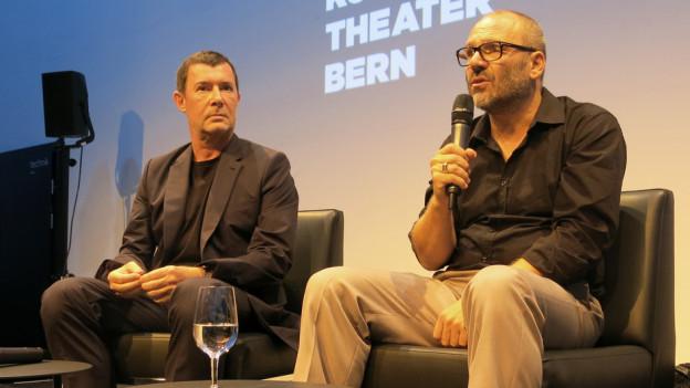 Stadttheater-Intendant Stephan Märki (links) stellt seinen neuen Schauspielleiter Cihan Inan vor.