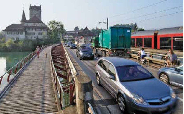 Dauerstau: Die alte Aarebrücke bei Aarwangen.