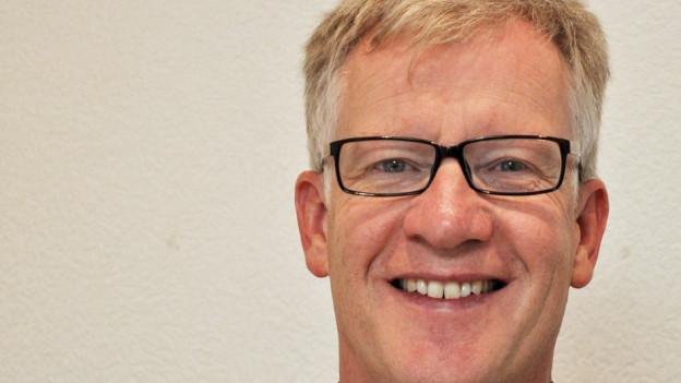 Freiburgs Bildungsdirektor Jean-Pierre Siggen muss das neue Schulgesetz umsetzen.