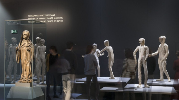 Blick in den Themenraum «Todesangst und Totentanz» im Berner Kommunikationsmuseum