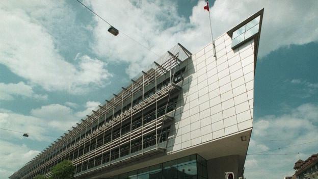 Blick auf das Verwaltungsgebäude Titanic II im Berner Mattenhofquartier