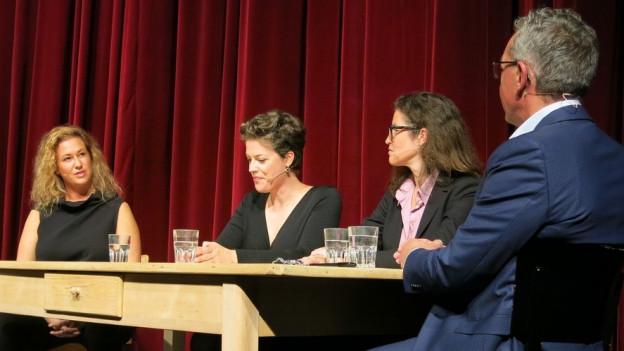 Drei Musikerinnen zu Gast bei Peter Brandenberger.