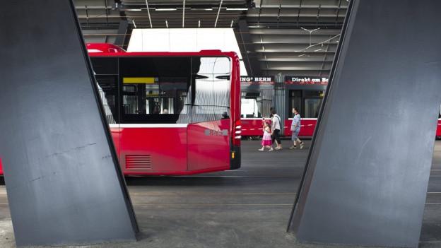 Bus von Bernmobil im Depot.