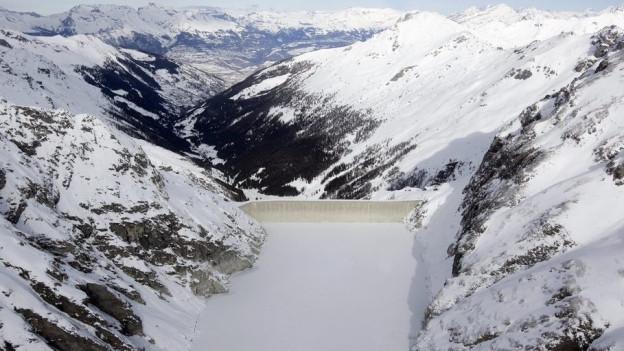 Luftbild der Grande-Dixcence-Staumauer.