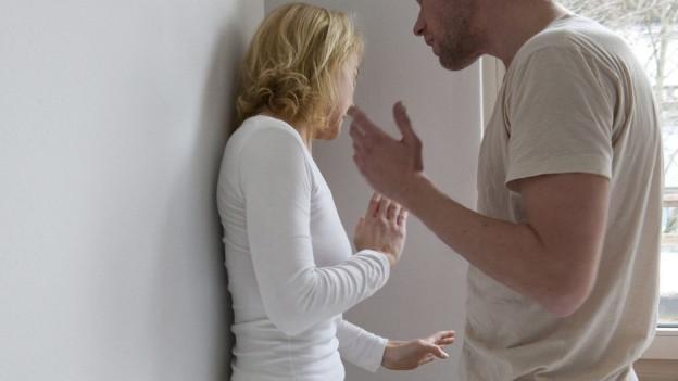 Wer bei häuslicher Gewalt nicht mit dem Regierungsstatthalter reden will, muss künftig mit einer Vorladung rechnen.