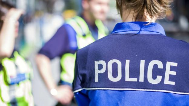 Die Polizei fand zwei Tote in einem Wohngebäude in Vex.