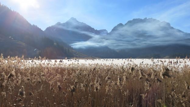 Der gefrorene Schwarzsee ist eine Touristenattraktion.