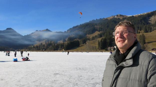 Für Adolf Kaeser ist der gefrorene Schwarzsee ein Glücksfall. Trotz wenig Wertschöpfung.