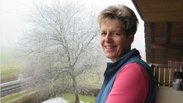 Sonja Schmid auf ihrem Balkon.