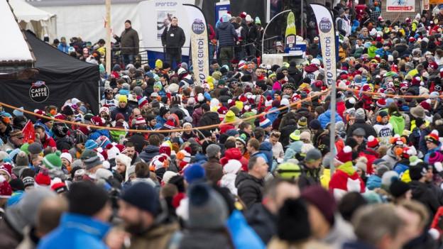 Nicht alle Zuschauer kommen wegen der Skirennen nach Adelboden.