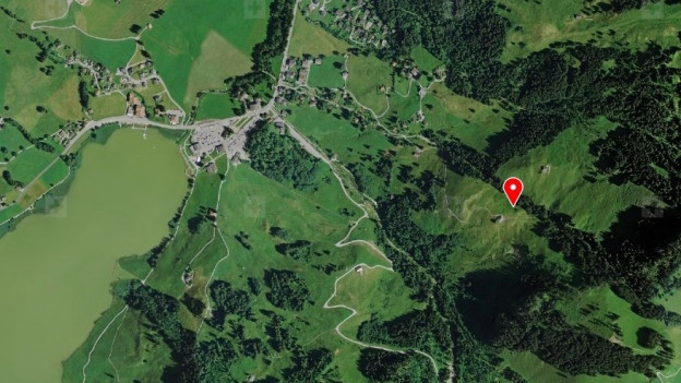 In der Nähe von «Roggos Hürli» (rot) oberhalb von Schwarzsee wurde der Vermisste gefunden.