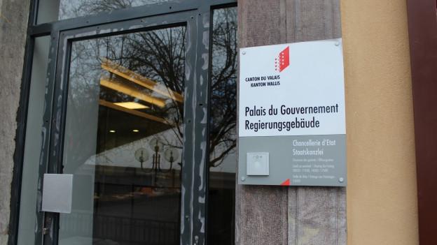 Eingang zum Regierungsgebäude in Sitten
