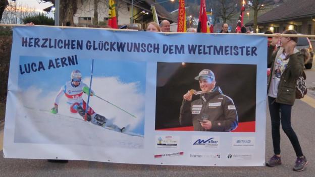 Viele sind gekommen, um Luca Aerni einen grossen Empfang zu bereiten.
