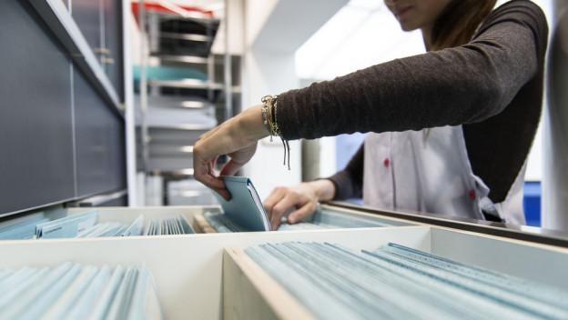 Schluss mit Papier: Patientendossiers stehen künftig elektronisch und zentral zur Verfügung.