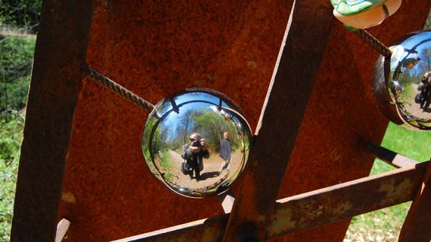 Die Skulptur Kugelsplitter von Mireille Schafer.