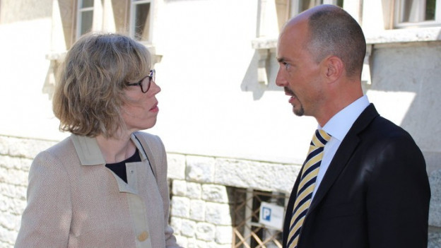 Die Zermatter Gemeindepräsidentin Romy Biner-Hauser mit dem Anwalt der Gemeinde, Fernando Williner.