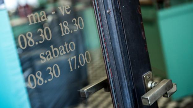 Im Kanton Freiburg sollen die Läden länger offen bleiben.