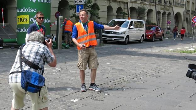 Michael Schild (rechts) kontrolliert die letzten Vorbereitungen.