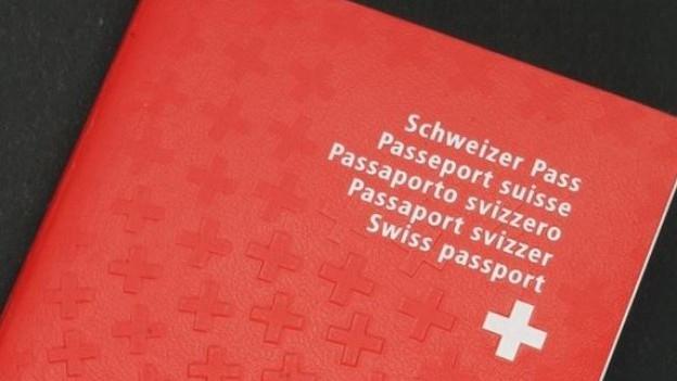 Das Berner Kantonsparlament debattiert darüber, wie hoch die Hürden zum Erlangen des Schweizer Passes sein sollen.