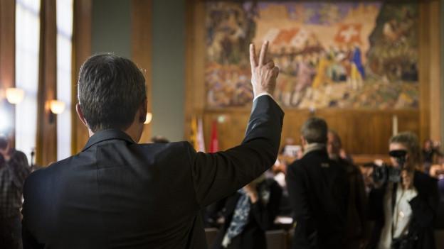 Ratsmitglied, das den Amtseid schwört