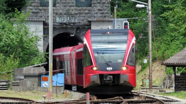 Die Züge können trotz Kantonswechsel von Moutier weiterhin durch den Weissenstein-Tunnel fahren.