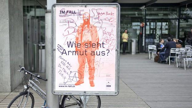 Plakat mit Aufschrift: «Wie sieht Armut aus?»