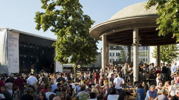 Kultur soll für alle zugänglich sein. Im Bild: das Festival «Les Georges» auf dem Python-Platz in der Stadt Freiburg.