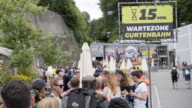 Zahlreiche Besucher erhielten nie einen Festivalpass.