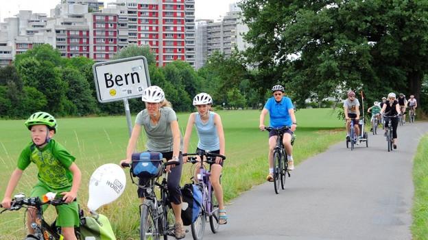 Unterwegs in Reih und Glied zwischen Bern und Münsingen