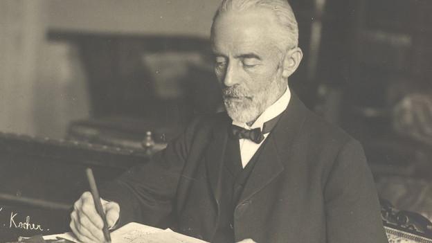 Theodor Kocher bei der Arbeit.