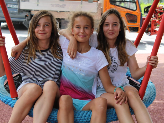 Spielnachmittage sollen Begegnungen zwischen diesen Walliser Mädchen und den weissrussischen Kindern fördern.