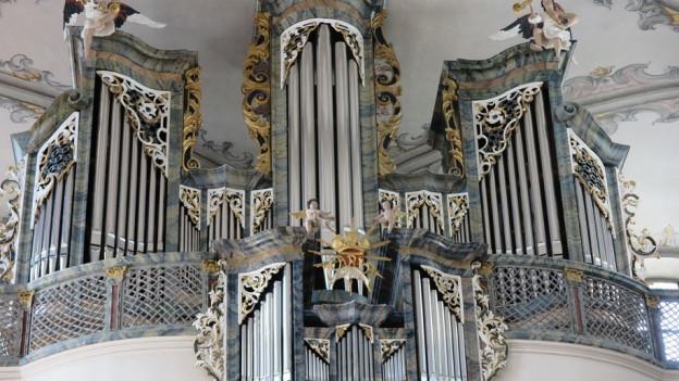 In Freiburg gibt es viele Kirchen und Klöster und damit viele Orgeln.