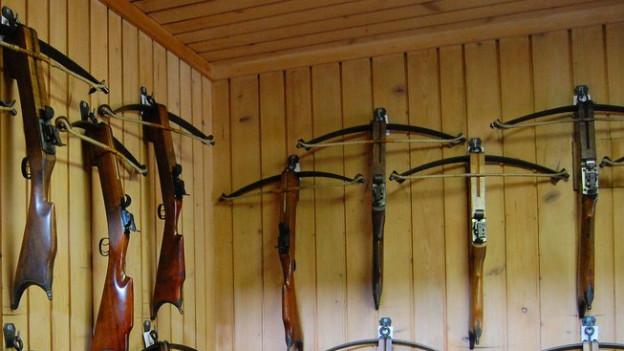 Armbrüste im Thuner Knabenschützenhaus. Die ältesten Exemplare sind rund 150 Jahre alt.