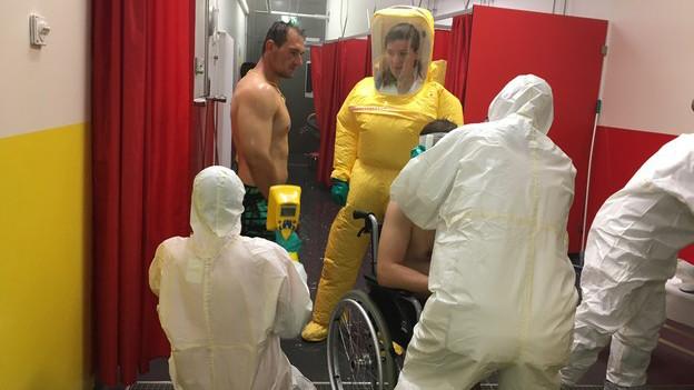 Die Patienten dürfen nicht mehr strahlen, sonst geht es erneut unter die Dusche.